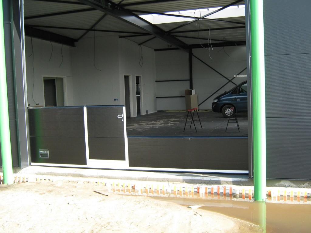 monteren van uw garagedeur of industriedeur